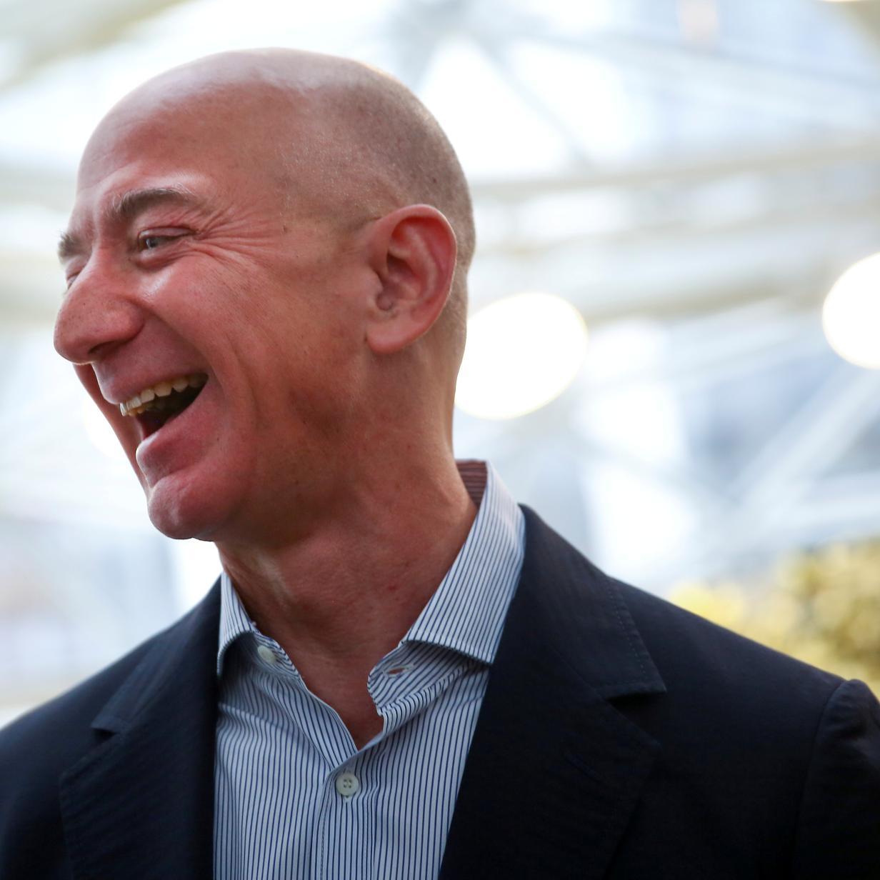 So viel Geld verdient Jeff Bezos in ...