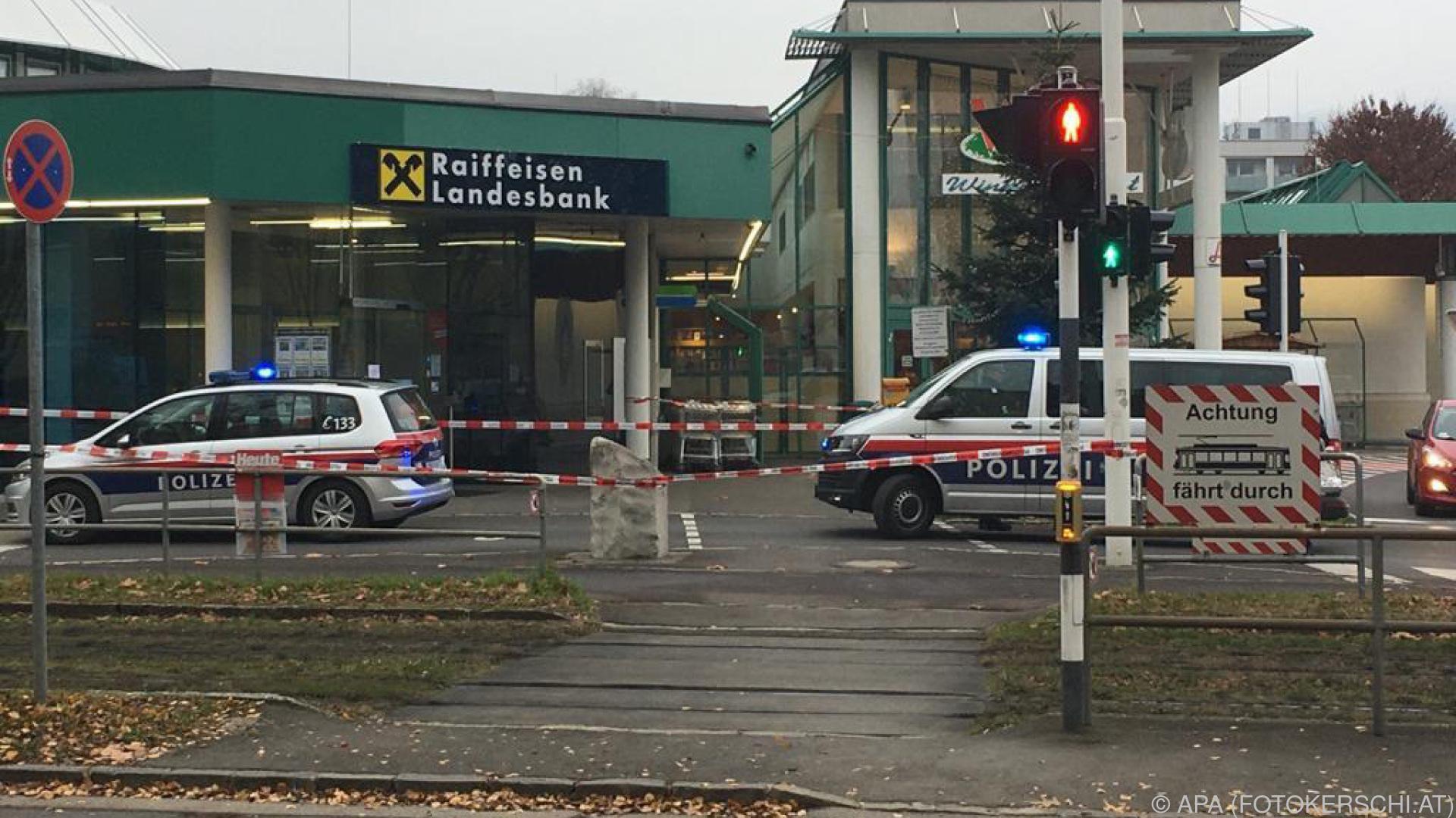 Bankräuber nach Überfall in Linz mit Alarmpaket auf Flucht