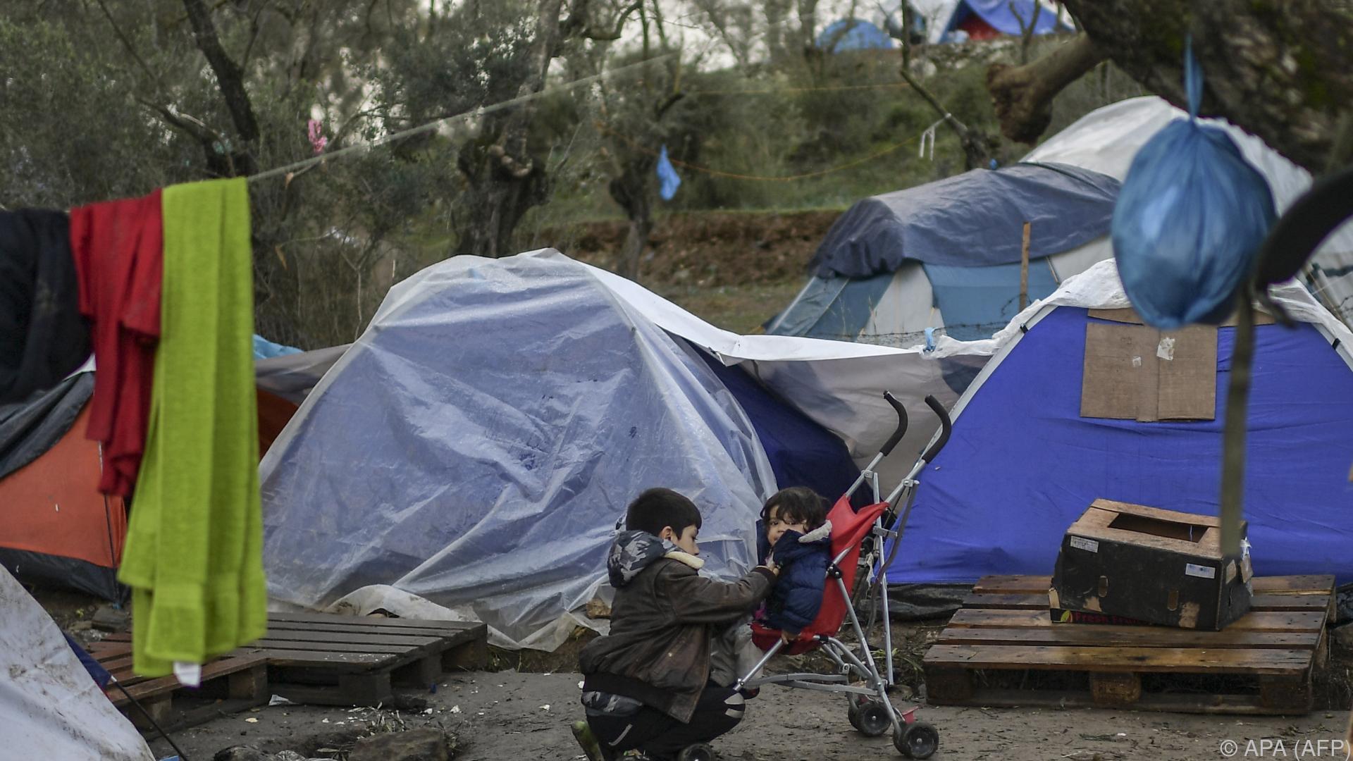 Eine Tote bei Brand in Flüchtlingslager auf Lesbos