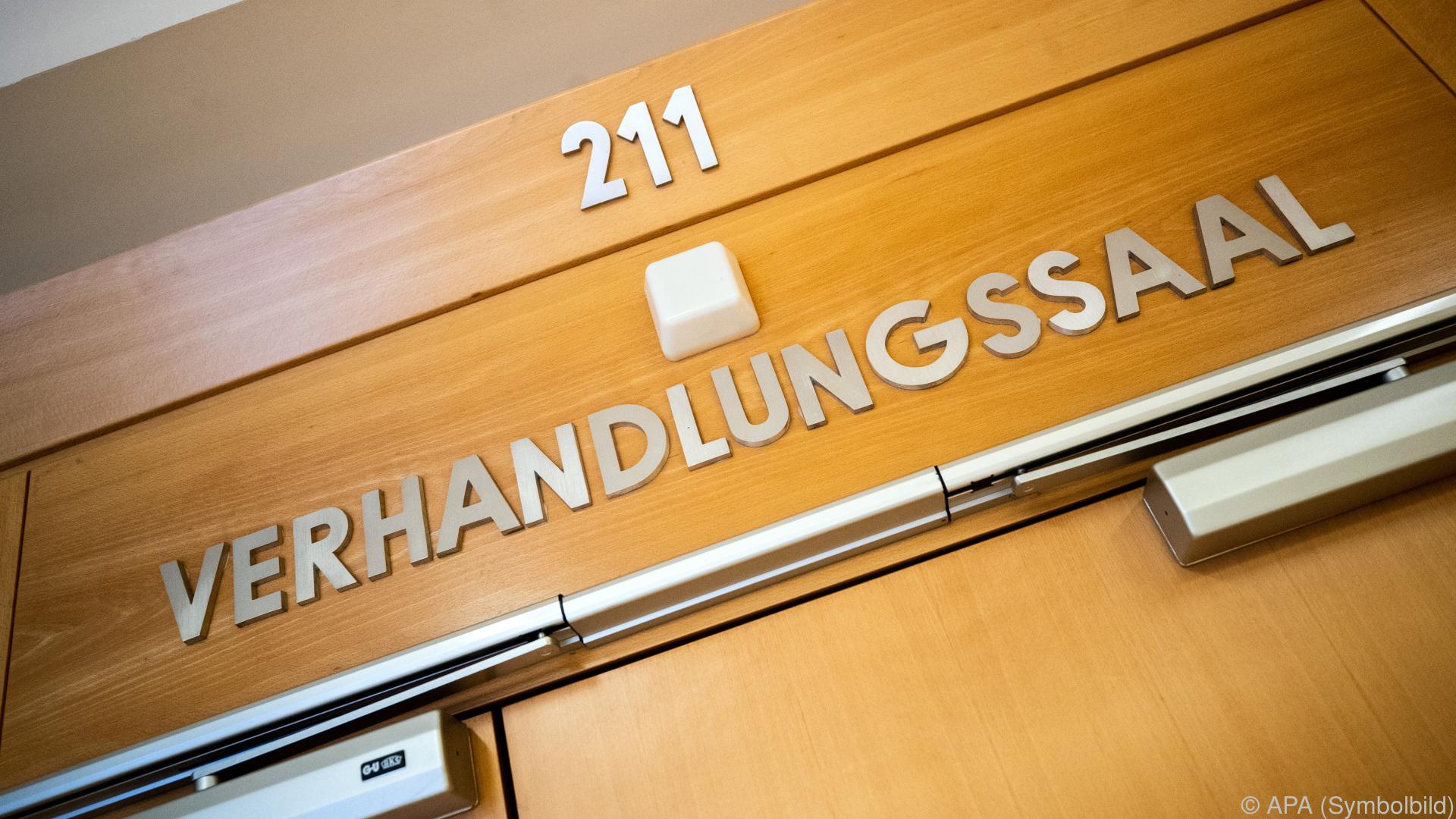 Stieftochter in Wiener Pflegeheim missbraucht: Haft