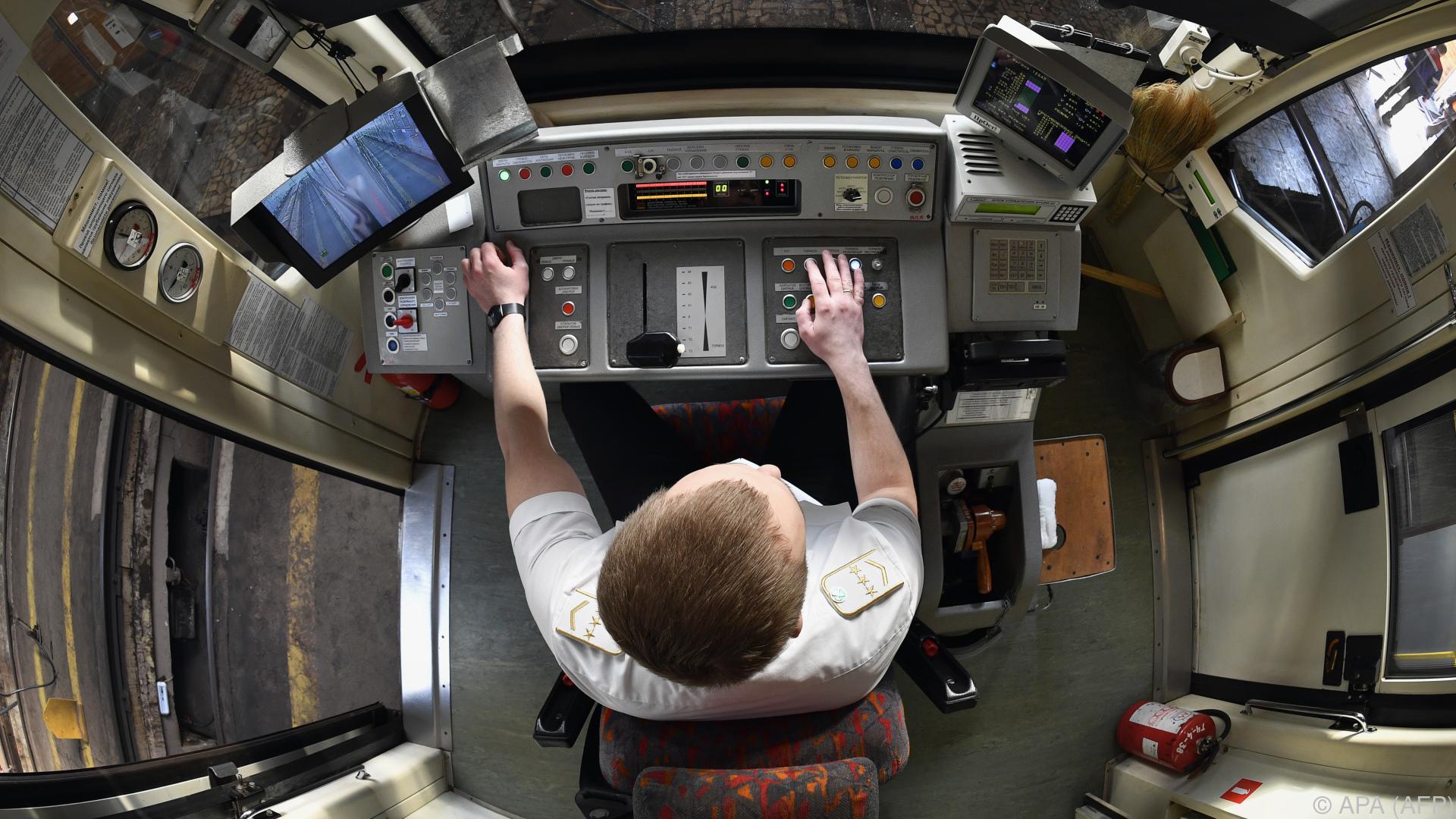 Moskauer Metro bildet erstmals Frauen zu Fahrerinnen aus