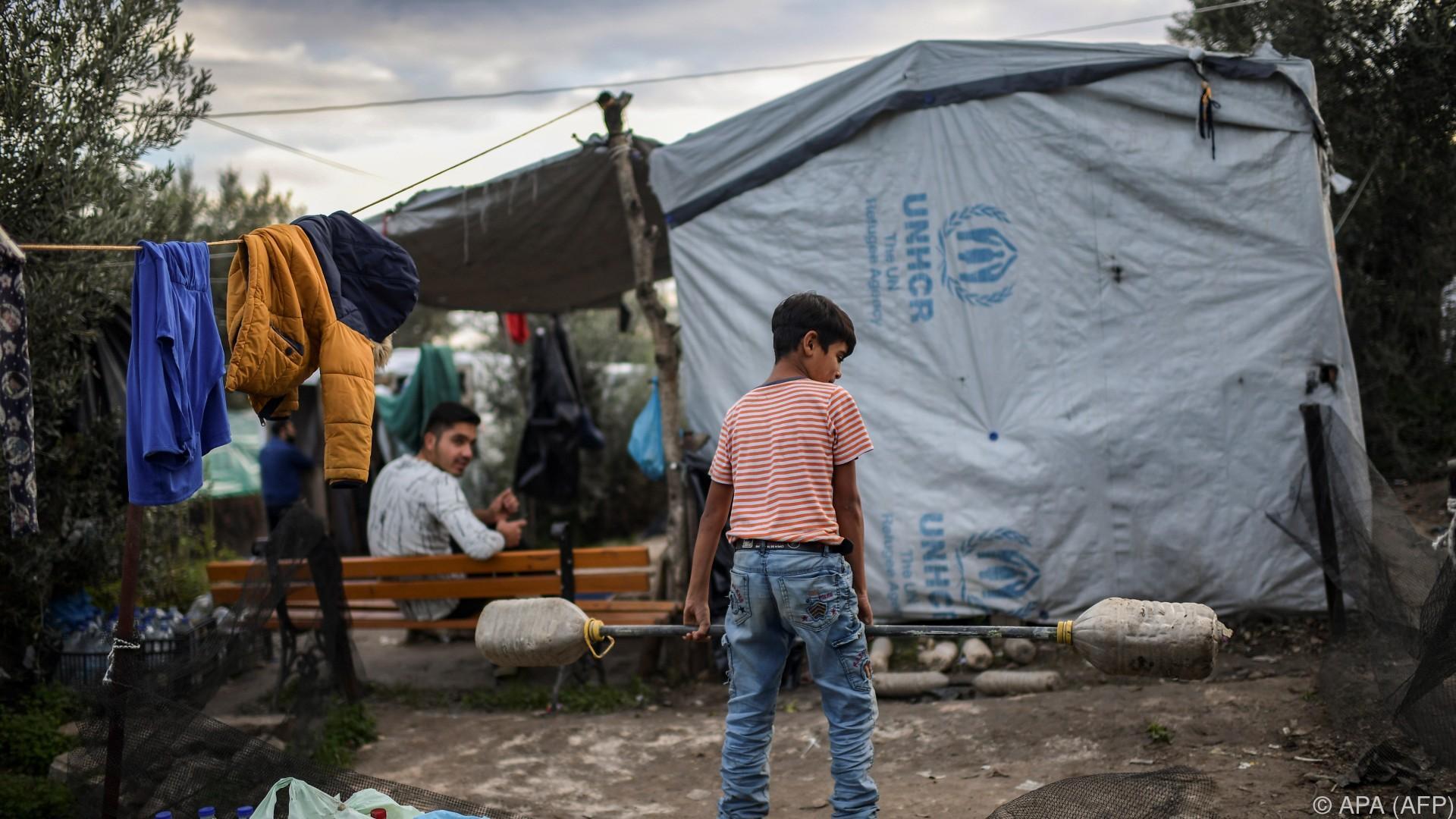 Unruhen nach tödlicher Messerattacke in Flüchtlingscamp