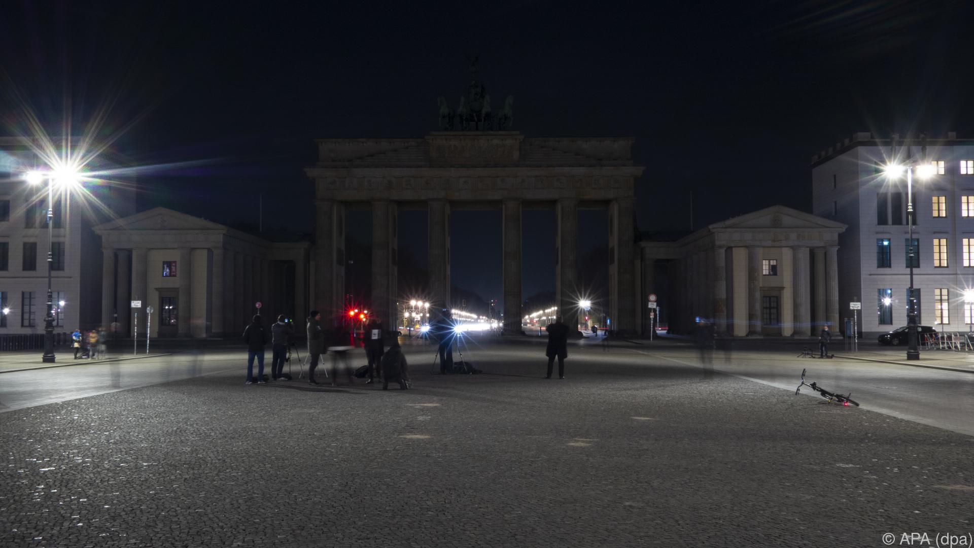"""Licht aus für das Klima: """"Earth Hour"""" trotz Corona-Pandemie"""